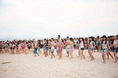 flashmob-tren-bai-bien-da-nang-5228836